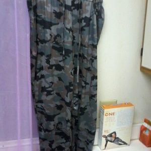 camo loose thin pants..sizing xl to xxl
